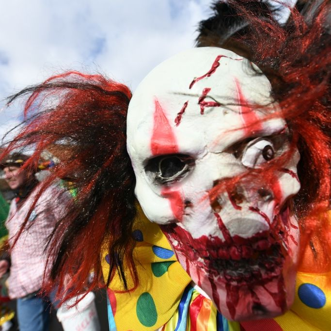 Betrunkener Horror-Clown bedroht Reisende - Festnahme! (Foto)