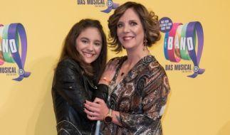 Daniela Büchner hat mit ihrer Teenie-Tochter Jada (links) einigen Kummer. (Foto)