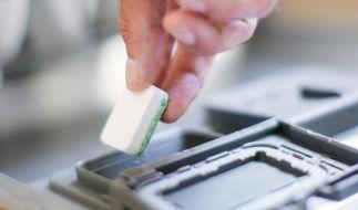 Die meisten Geschirrspül-Tabs leisten gute Arbeit, urteilt Stiftung Warentest. (Foto)