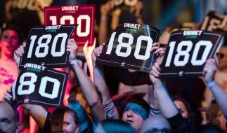 Bei der Darts-EM 2019 in Göttingen gab es schon am ersten Abend Überraschungen, als sowohl der amtierende Europameister James Wade als auch Weltmeister Michael van Gerwen ausschieden. (Foto)