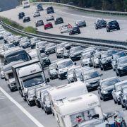 Stau-Alarm zum Ferienende! DIESE Autobahnen sind heute dicht (Foto)