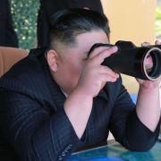 "Kim Jong Un testet ""supergroßen"" Mehrfachraketenwerfer (Foto)"