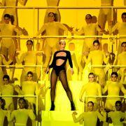 """Dua Lipa sorte für eine fulminante Eröffnungsshow bei den """"MTV EMAs"""". (Foto)"""