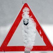 Schneemassen fordern Todesopfer, Tausende ohne Strom (Foto)