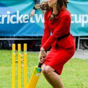 Beim Cricket 2014 kann Herzogin kate schon mal Grimassen schneiden.