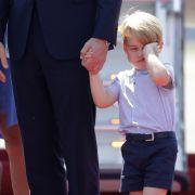 Auch die kleines Royals haben nicht immer nur gute Momente - so auch Prinz George bei der Reise nach Deutschland 2017.
