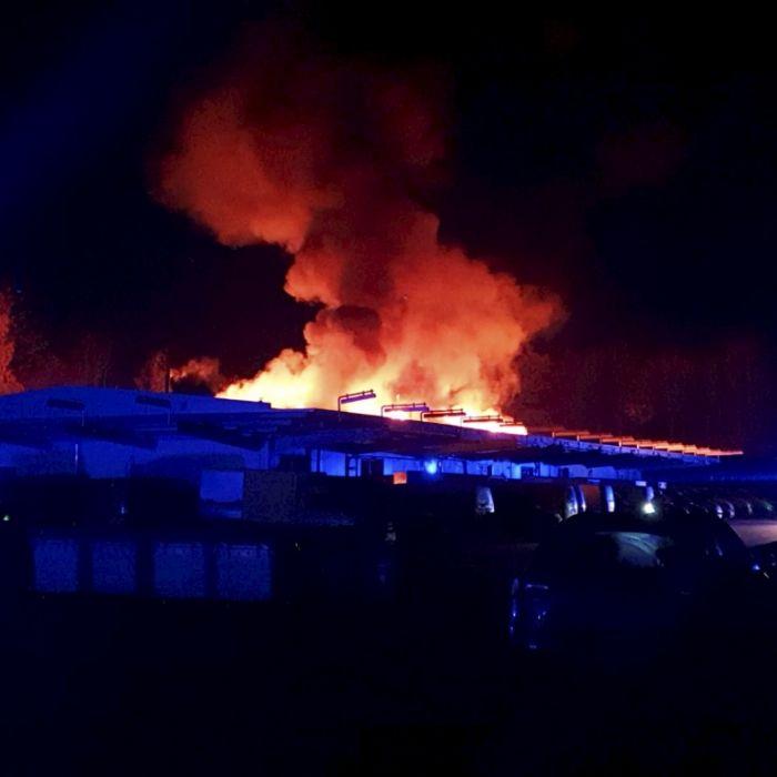 Feuer-Inferno zerstört Verteilerzentrum - Hunderttausende Euro Schaden (Foto)