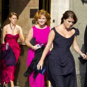 Auch Sarah Ferguson und ihre Töchter, Prinzessin Eugenie und Beatrice, sind immer für einen peinlichen Schnappschuss zu haben.