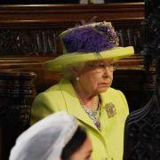 Die Queen fällt normalerweise nicht aus der Rolle. Doch bei der Hochzeit von Prinz Harry und Meghan Markle hatte die Monarchin zwischenzeitlich eine äußerst ernste Miene aufgelegt.