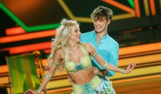 """Katja Kalugina - hier mit ihrem Promitanzpartner Roman Lochmann - musste während der """"Let's Dance""""-Tour ins Krankenhaus. (Foto)"""