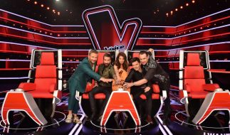"""Die diesjährigen Juroren von """"The Voice Senior"""": Sasha, Alec Völkel, Yvonne Catterfeld, Michael Patrick Kelly und Sascha Vollmer. (Foto)"""