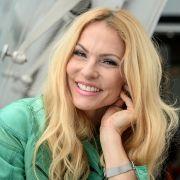 Sonya Kraus begeistert mit ihrem Grimassen-Selfie die Fans. (Foto)