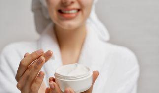 Die richtige Hautpflege ist im Winter unerlässlich - doch welche Cremes halten, was sie versprechen? (Foto)