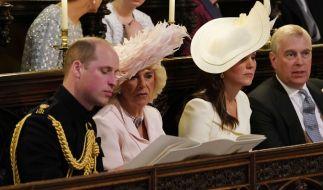Dass Prinz Andrew (rechts) in der Königsfamilie in Ungnade gefallen ist, daran soll Prinz William (links) nicht ganz unschuldig sein. (Foto)