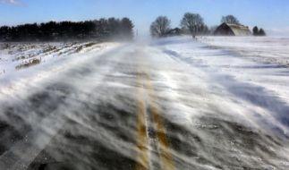 Der DWD warnt vor schweren Sturmböen und Glatteis. (Foto)