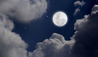 Im Dezember strahlt der Frostmond in der längsten Vollmondnacht des Jahres am Himmel. (Foto)