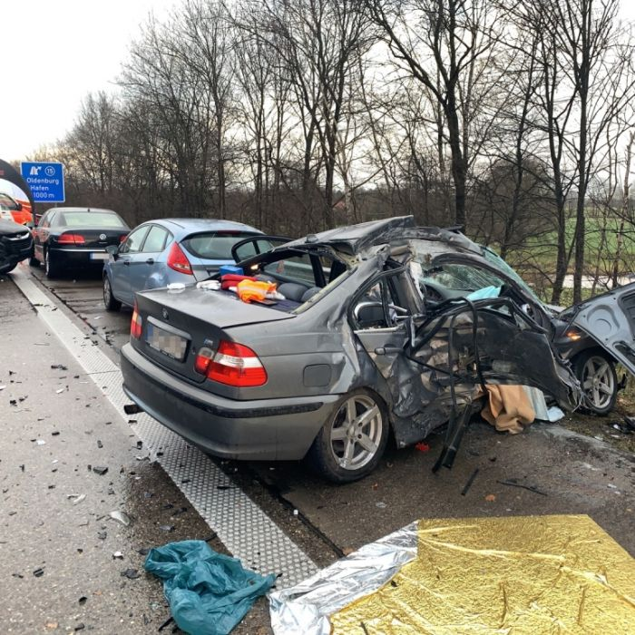 Massenkarambolageauf A29 wegen Hagelschauer! 1 Toter und 11 Verletzte (Foto)