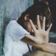 Mann (50) bietet Tochter (15) im Internet zum Sex an (Foto)