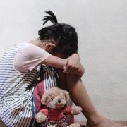 Mann missbraucht behinderte Enkeltochter (4) - Großmutter hilft ihm dabei! (Foto)
