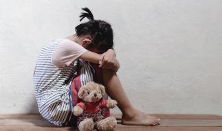 Eine Großmutter fotografierte den Missbrauch ihrer eigenen Enkelin (4). (Symbolbild) (Foto)