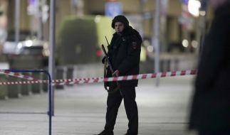 Ein Unbekannter hat nach Medienberichten an der Zentrale des Inlandsgeheimdiensts FSB mit einem Kalaschnikow-Gewehr auf Menschen geschossen. (Foto)