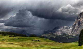 In den Alpen lässt ein Föhnsturm die Temperaturen klettern. (Foto)