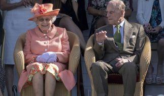 Große Sorge um Prinz Philip: Der Ehemann von Queen Elizabeth II. wurde vor Weihnachten ins Krankenhaus eingeliefert. (Foto)
