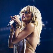 Rita Ora lässt Brüste blitzen / Daniela Katzenberger getrennt / Verona Pooth versext (Foto)