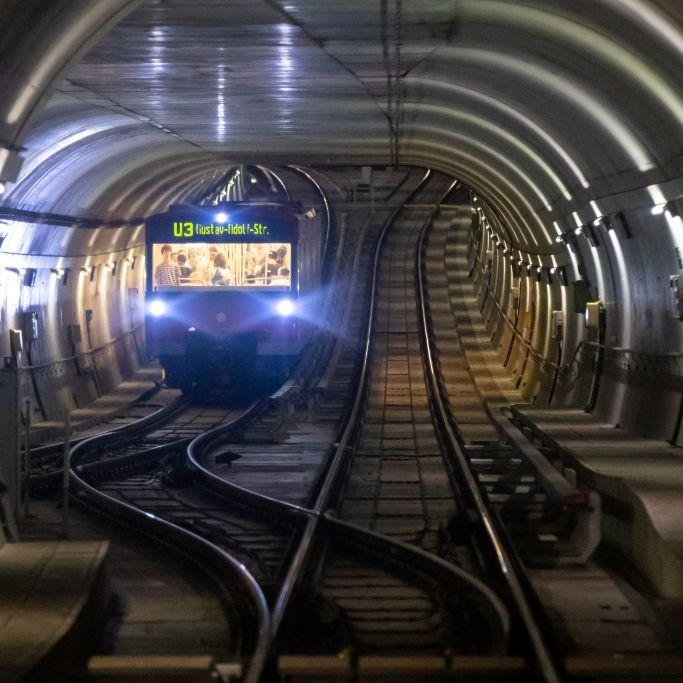 Lebensgefährlich verletzt! Mann vor U-Bahn gestoßen (Foto)