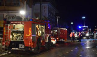 Einsatzkräfte der Freiwilligen Feuerwehr Luttach sichern eine Unfallstelle. (Foto)