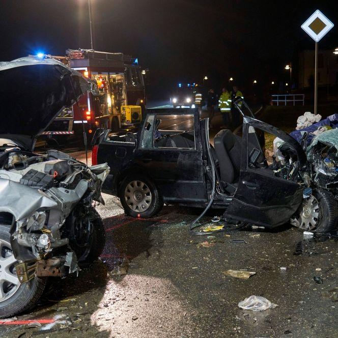 Frontal-Crash auf der Landstraße - 3 Tote (Foto)