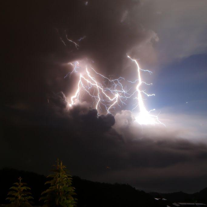 Vulkan Taal spuckt Feuer - Tausende auf der Flucht (Foto)