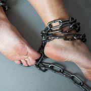 Abartig! Mädchen (5) eingesperrt und an Bett angekettet (Foto)