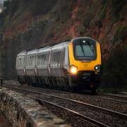 Monsterwellen donnern gegen Zug - zahlreiche Verletzte (Foto)