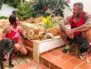 Caro und Andreas Robens trauern um ihren Hund. (Foto)