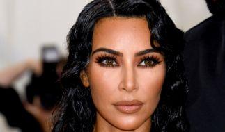 Für die Werbung zu ihrer neuen Shapewear-Kollektion erntete Kim Kardashian einen Shitstorm. (Foto)