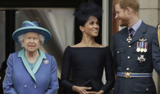 Nach dem Rückzug von Meghan Markle und Prinz Harry aus der Königsfamilie sieht die Zukunft der Monarchie einer Umfrage zufolge düster aus. (Foto)