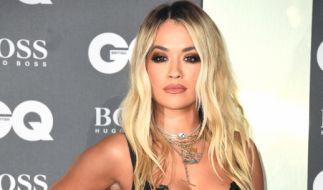 Die blonde Mähne ist Rita Oras Markenzeichen, doch nun überraschte die Sängerin ihre Fans mit einer völlig neuen Frisur. (Foto)