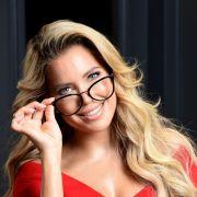 Bett-Foto! HIER räkelt sich die Blondine im sexy Negligé (Foto)