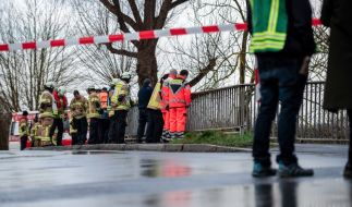 Die Polizei suchte im Fluss Hönne nach der zehnjährigen Lia aus Menden im Sauerland. (Foto)