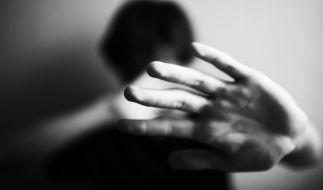 Ein 18-Jähriger soll seine Großmutter vergewaltigt haben. (Foto)