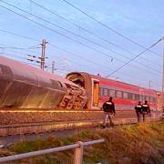 Hochgeschwindigkeitszug entgleist - zwei Tote, etliche Verletzte (Foto)