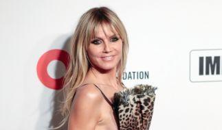 Heidi Klum sorgt bei Elton Johns AIDS Foundation Viewing Party im West Hollywood Park für eine Side-Boob-Überraschung. (Foto)