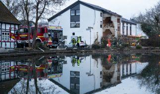 Nach einer Gasexplosion in Leien (NRW) ist ein Feuerwehrmann gestorben. (Foto)