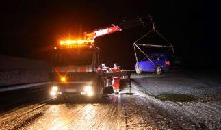 Nach dem schweren Unwetter zum Wochenbeginn macht den Menschen in Deutschland nun in vielen Teilen Glätte und Eis zu schaffen. (Foto)