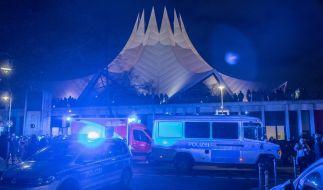 Vor der Berliner Tempodrom ist am Freitagabend eine Person durch Schüsse getötet wurden, weitere Personen wurden verletzt. (Foto)