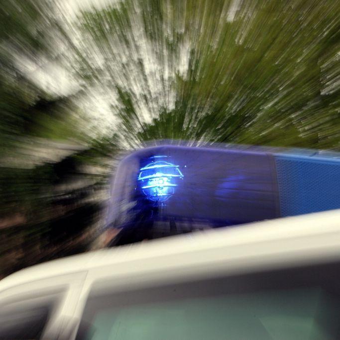 Reisebus kracht in Stauende - Polizei ermittelt gegen Busfahrer (Foto)