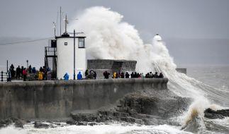 """Meteorologen rechnen aufgrund starker Regenfälle durch Sturm """"Dennis"""" mit Überschwemmungen; Hunderte Häuser in Großbritannien könnten betroffen sein. (Foto)"""