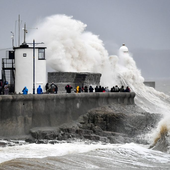 Unwetter spült Geisterschiff an, Frau (55) ums Leben gekommen (Foto)