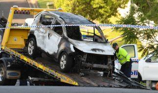 In diesem ausgebrannten Pkw starb eine fünfköpfige Familie in Australien. Die schwerverletzte Mutter der drei toten Kinder erlag ihren Verletzungen im Krankenhaus. (Foto)